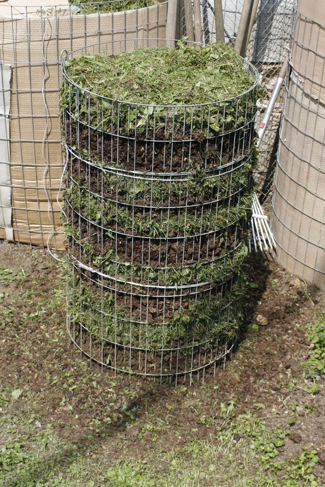 autarkie und selbstversorgung ideen projekte erfahrungen guerrila gardening der kartoffelturm. Black Bedroom Furniture Sets. Home Design Ideas