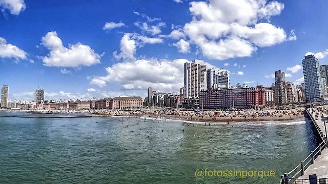 Panorámica de Mar del plata,su mar ,playas y edificios.
