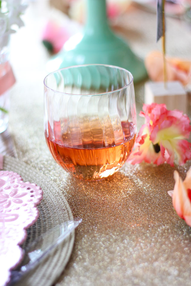 Create an elegant Mother's Day brunch with these simple ideas using Chinet Cut Crystal! #spon #mothersdayideas #brunchideas #mothersdaybrunch #springparty