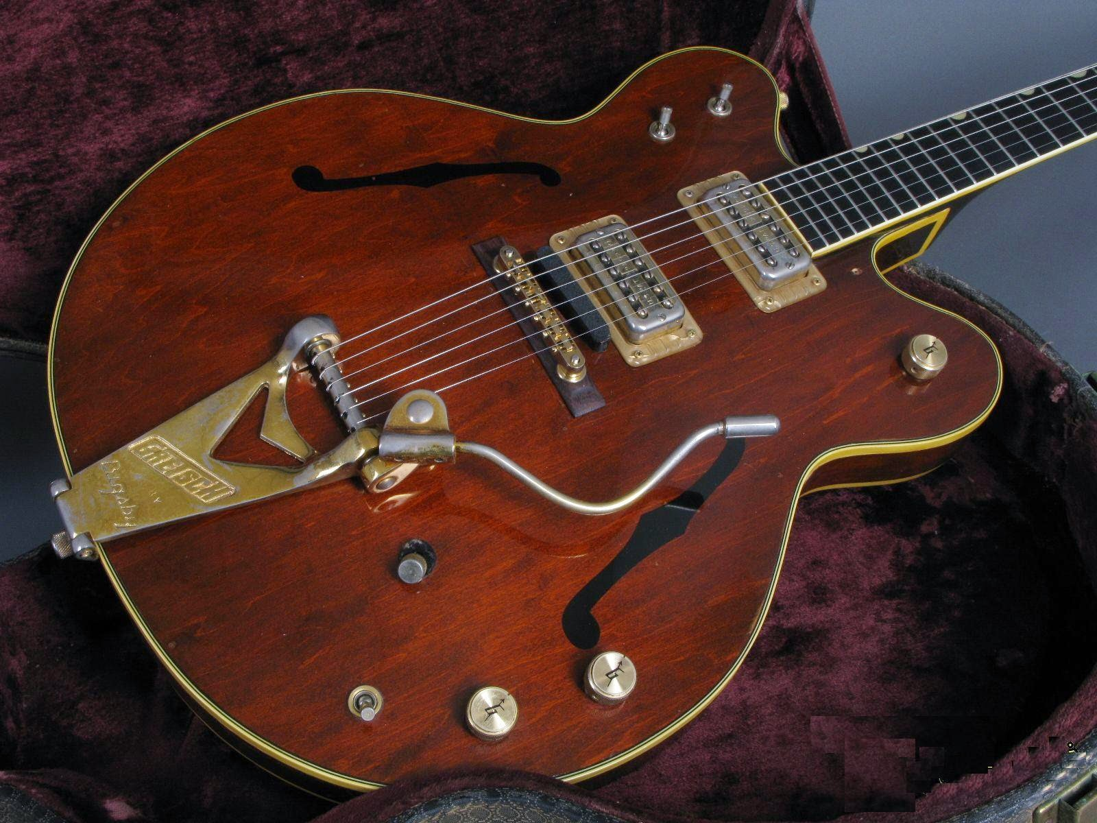 In 1971 The Mute Was Gone Fretboard Once Again Made Of Ebony Guitar Came With An Adjustamatic Bridge And Model Designation Changed To