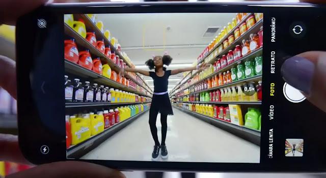 Tomando una foto en el supermercado