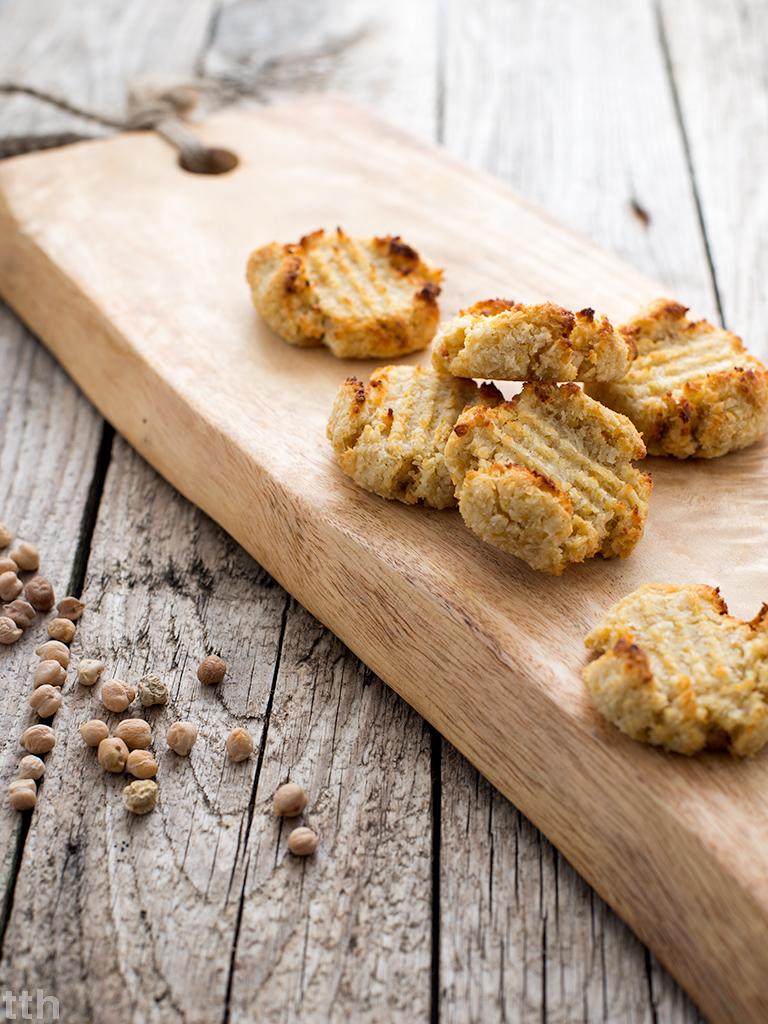 Kokosanki z ciecierzycy wegańskie bezglutenowe, bez cukru kuchnia roślinna blog kulinarny
