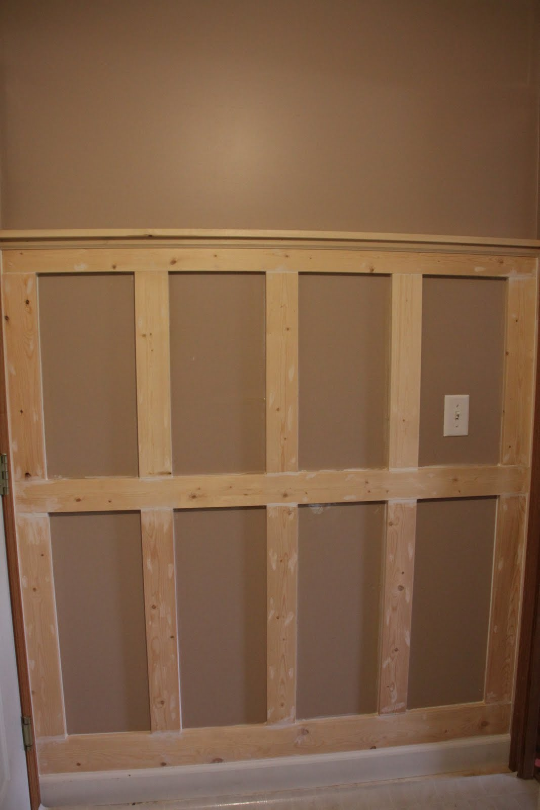 Creative Mommas Wainscoting In The Laundry Mudroom