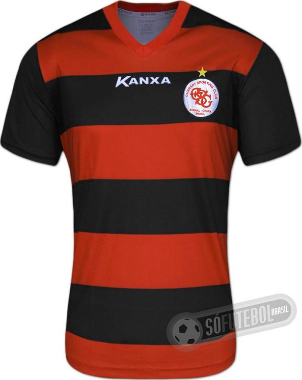 98791d4126199 O uniforme reserva é predominantemente branco com linhas curvas em preto e  vermelho nas laterais da camisa.