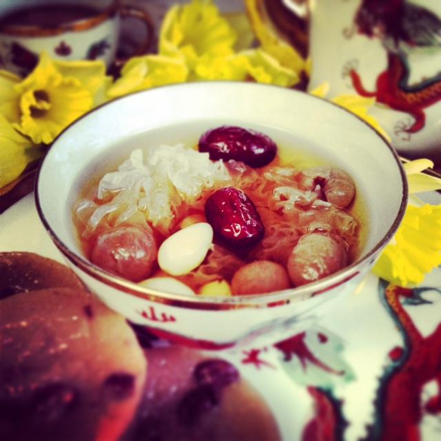 Longan (龙眼, Lóng yǎn) and red date (红枣, Hóng zǎo) tea