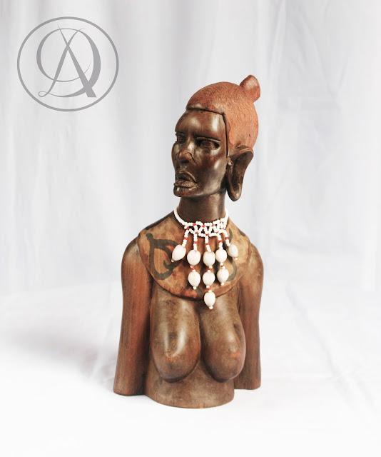 Divka Antik menjual barang antik, unik, kuno, langka, dan barang seni seperti Patung Afrika