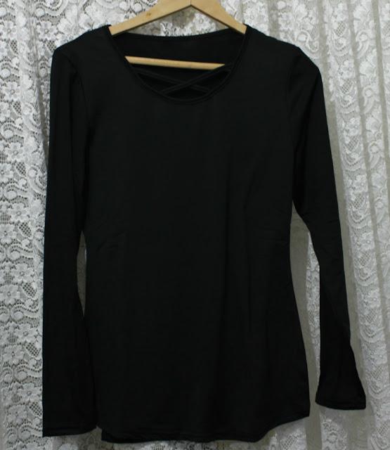 Camiseta negra escote cruzado