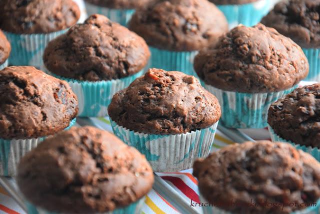Muffinki, babeczki mocno kakaowe z żurawiną