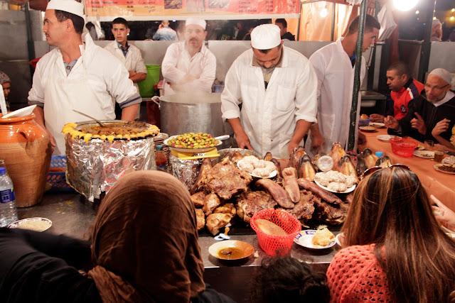 Puesto de comida nocturno de la plaza Jemaa el-Fna de Marrakech