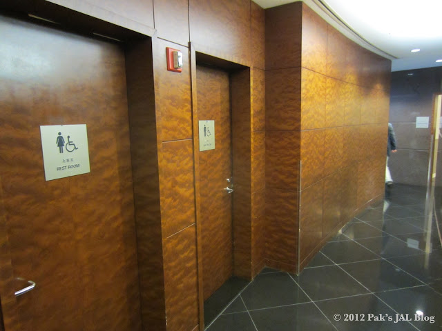 Restrooms shared by the JAL First Class Lounge and Sakura Lounge