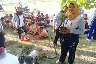 Mahasiswa Ini Ajak Cintai Lingkungan Dengan Tanam Bunga