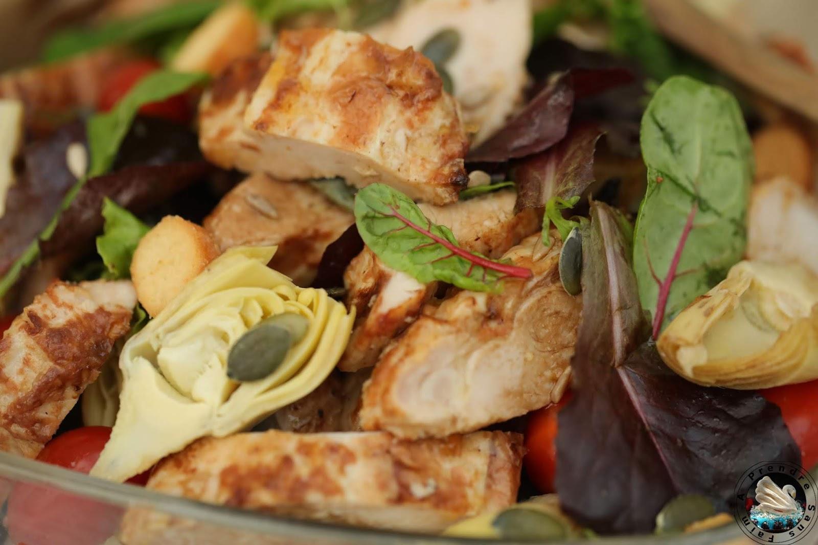 Salade printanière aux blancs de poulet rôti