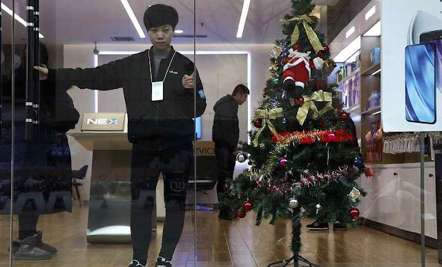 Loja não pode funcionar com árvore de Natal em Lanfang.