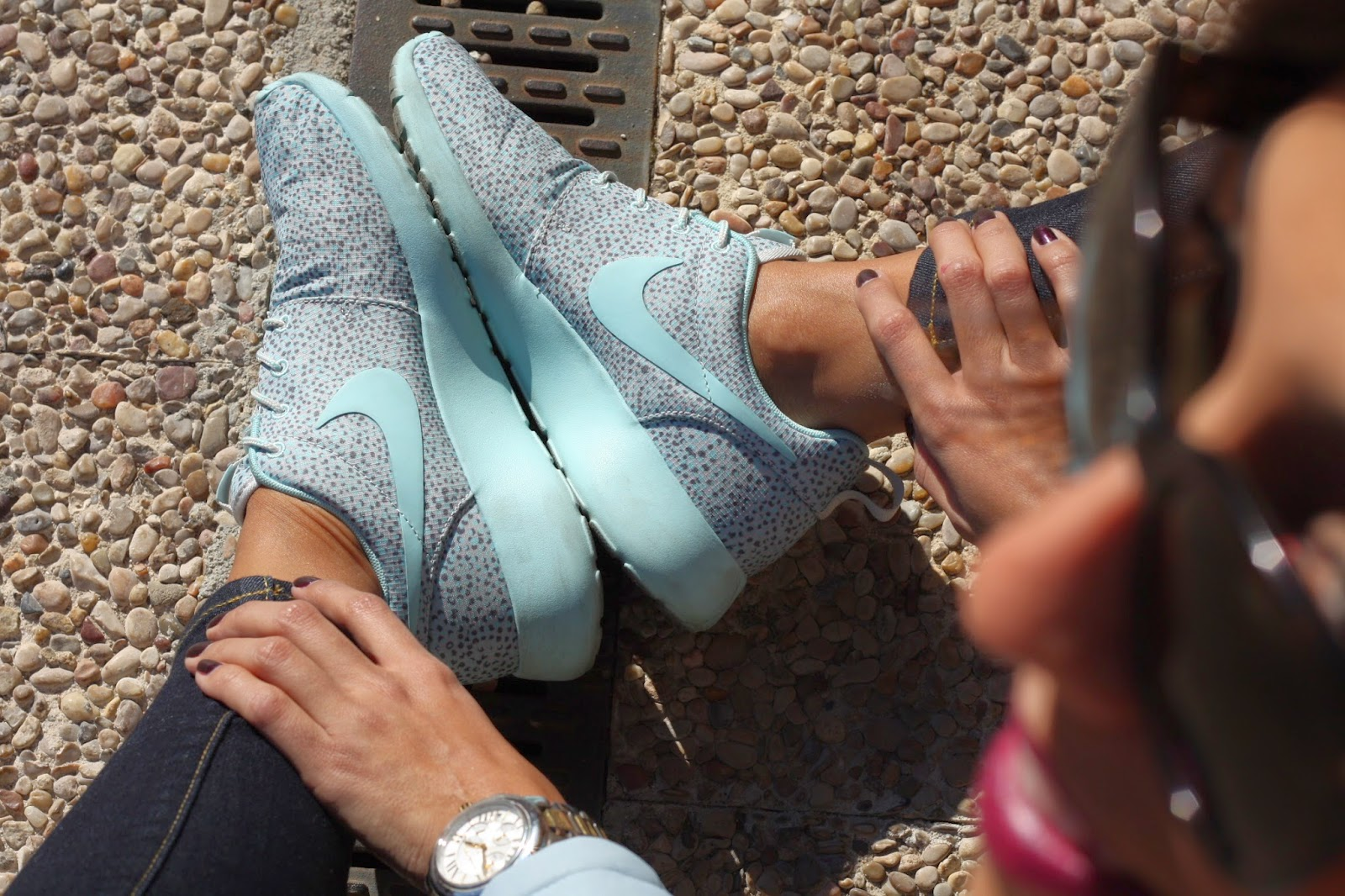 0e529a45f8 En el look de hoy saco de paseo mis zapatillas Nike Roshe Run.