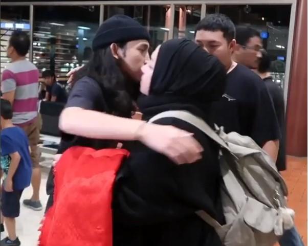 Genangan Air Mata, Melly Goeslaw: Selamat Tinggal Kekasih Surgaku, Palestinaku Memanggil