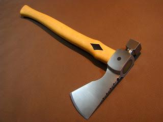 http://navarrecutelaria.blogspot.com.br/2013/01/hammer-tomahawk.html