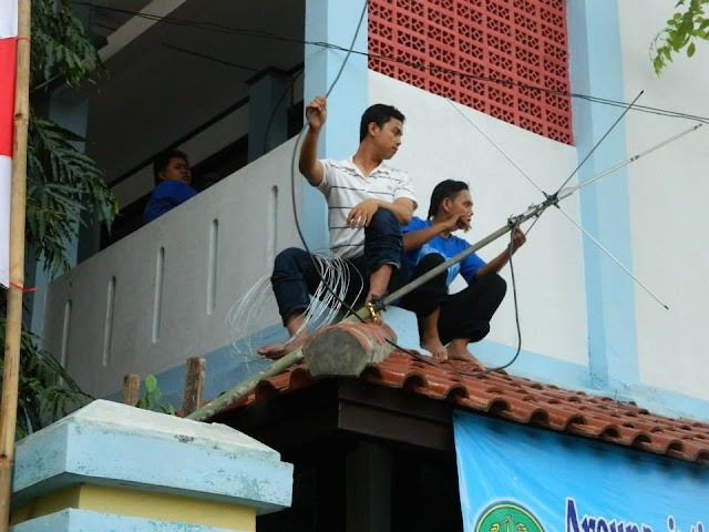 pemasangan antena rakom cakrawarti