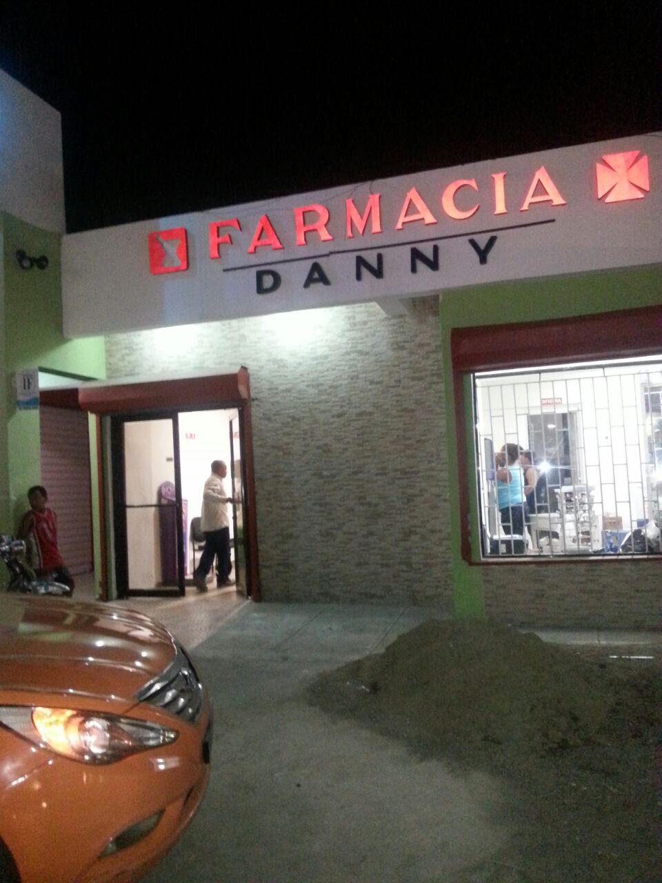 Ladrones Atracan Farmacia Danny en Navarrete y Salen como nada.