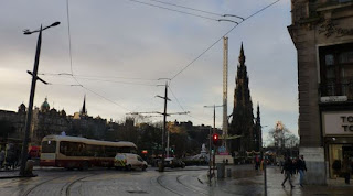 Edimburgo. Princes Street y el Scott Monument.