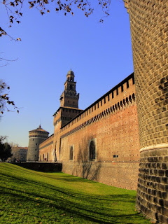 Each wall of the Sforza Castle is 180m long,  while the Torre di Filarete is 70m high