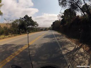 Sombra e belas paisagens no início do trajeto.
