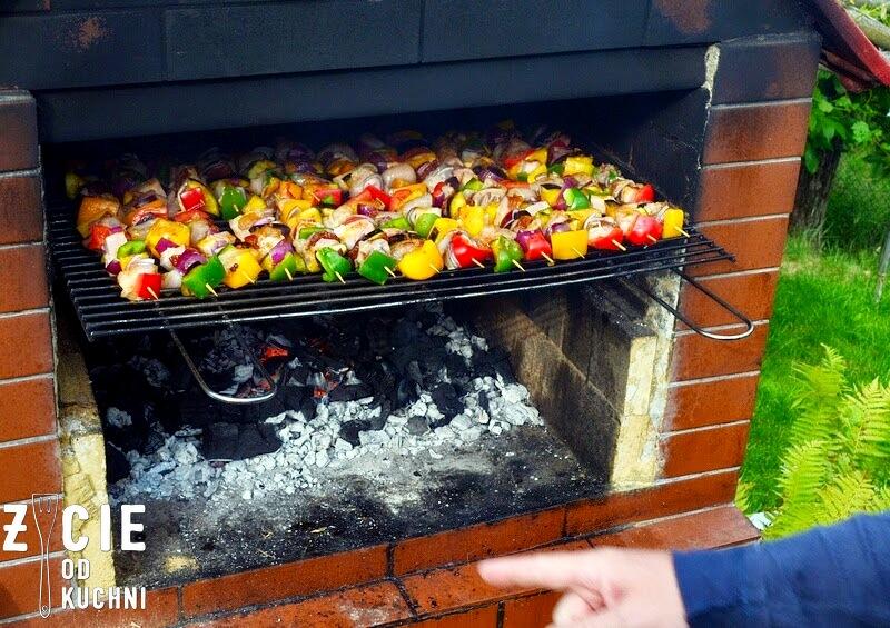 grill, co na grilla, szaszlyki, weekend, majowka, ogrod, szaszlyki drobiowe, rozpalamy grill, szszlyki drobiowe, na ruszcie, grill fit, szszlyki z warzywami, blog, zycie od kuchni