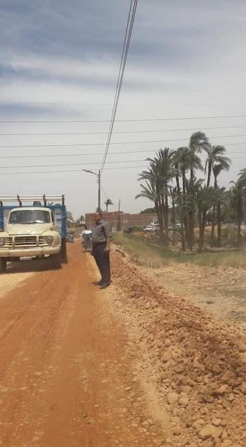محافظ أسيوط : استكمال تنفيذ خطط الرصف بمراكز المحافظة وبدء رصف طريق منفلوط /بني مجد بطول 2 كم