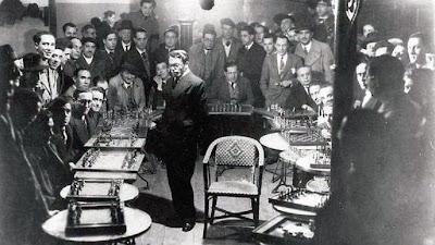 Simultáneas de ajedrez de Gromer en el Café Colón de Avilés en 1934