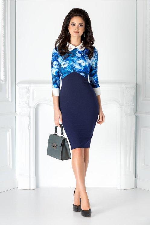 Rochie bleumarin eleganta  Imprimeu floral  Croiul este conic  Crepeu la spate