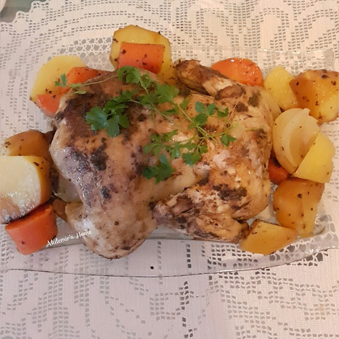 Döküm Tencerede Sebzeli Bütün Tavuk