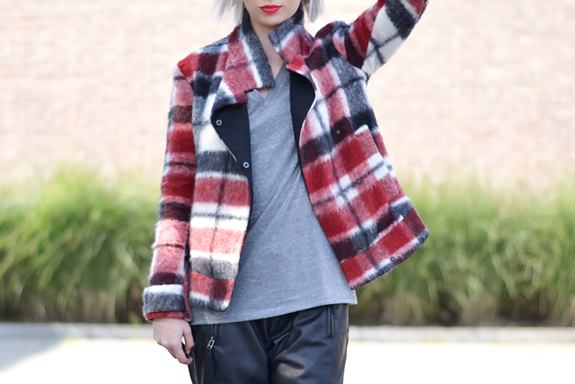 Outfit post by Belgian fashion blogger: Zara tartan jacket, checkered, h&m divided basic v-neck tshirt, vero moda, leather track pants, leather joggers, zara chain boots, givenchy inspired, red lipstick, catrice, white hair, grey hair, bob, street style inspiration, trends 2015