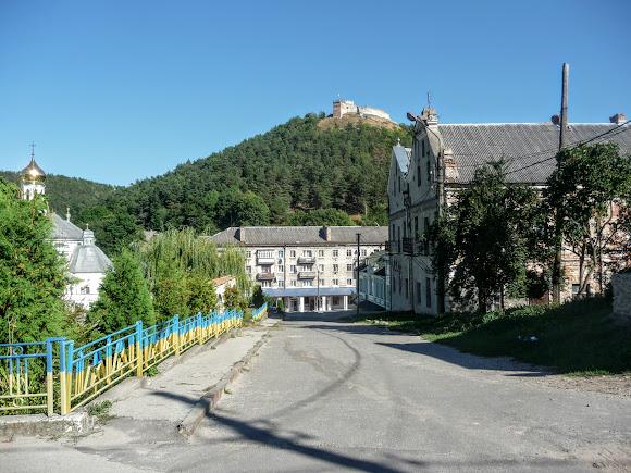 Кременец. Гора Бона (Замковая) и дома-близнецы