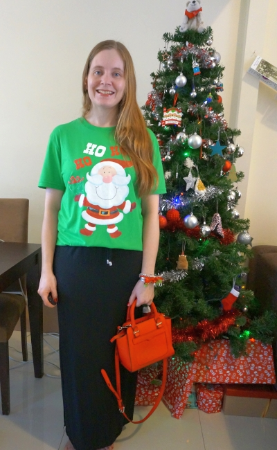 Christmas even novelty festive glitter santa tee with jersey maxi skirt and red bag | away from blue