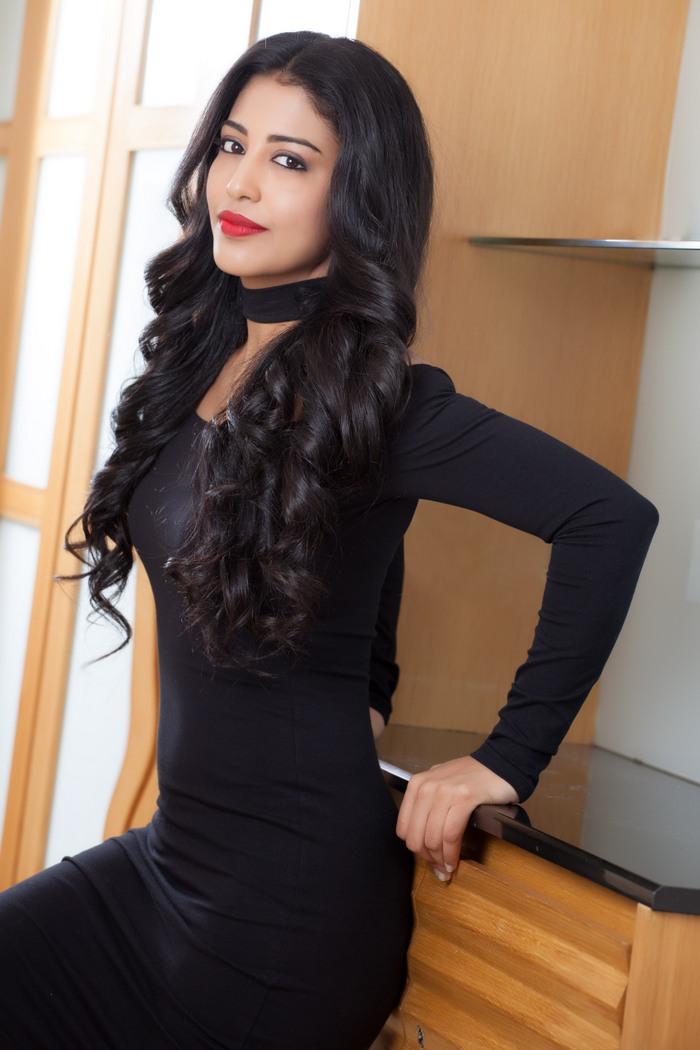 Daksha Nagarkar Hot Black Dress Pics