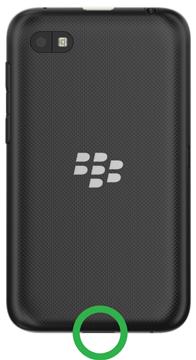 """BlackBerry lanzará más dispositivos BlackBerry 10 el próximo año. Uno de ellos es el """"Cafe"""" o C-Series. Supuestamente tendrá una pantalla totalmente táctil variante de este dispositivo de nivel de entrada. Hemos visto algunas fotos de los dos equipos hasta el momento, pero ahora es momento de echar un vistazo a la parte de atrás de la última fuga OS 10.2.1. A partir de las imágenes que hoy conocemos la parteposterior del C-Series será similar a la Z10. El C-Series parece tener una batería extraíble. Echa un vistazo a las fotos a continuación: Fuente: CB Foros"""