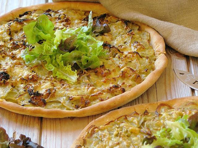 recette de pizza bio et végétarienne avec des pommes de terre et du romarin