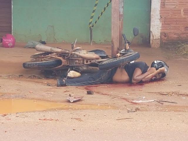 Brutal! Motociclista é executado a tiros após ser atropelado por saveiro em Porto Velho