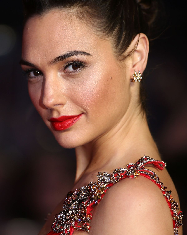 Gal Gadot in Hot Red Dress at 'Batman vs Superman - Dawn of Justice' London Premiere
