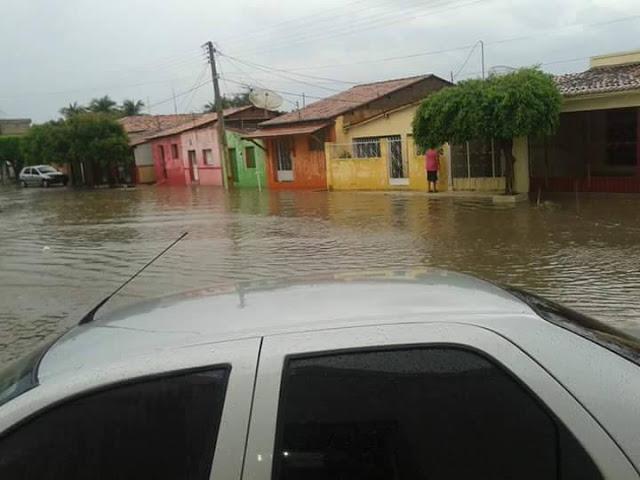 Madrugada chuvosa em Conceição