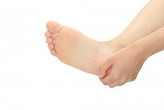足の裏の痛みがある女性