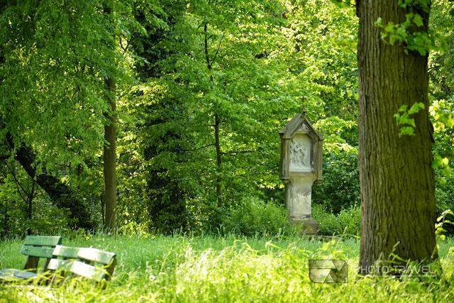 Droga krzyżowa i kościół na Wzgórzu Kaplicznym (Świętym Wzgórzu) w Lesie Osobowickim we Wrocłwiu - atrakcje Wrocławia