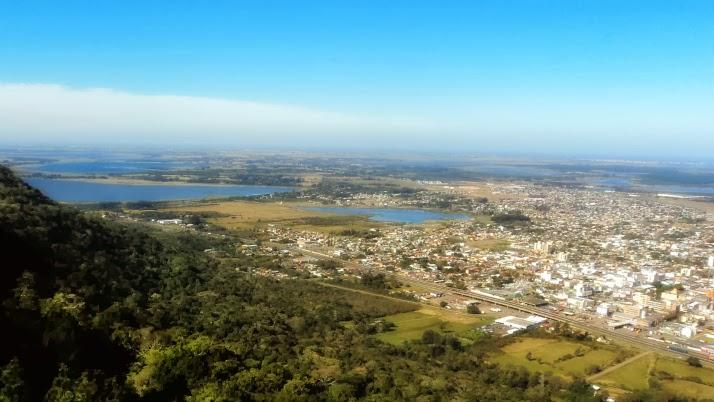 Lagoa do Peixoto (E), Lagoa do  Marcelino (C) e Cidade de Osório