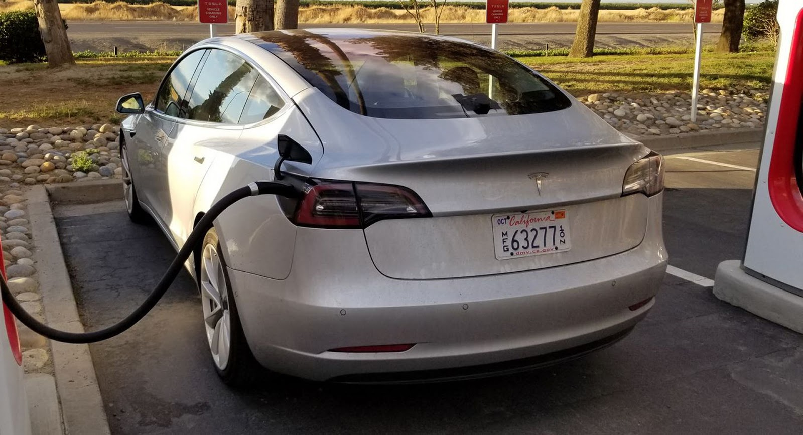 Tesla misses production goals for all-electric Model 3 sedan