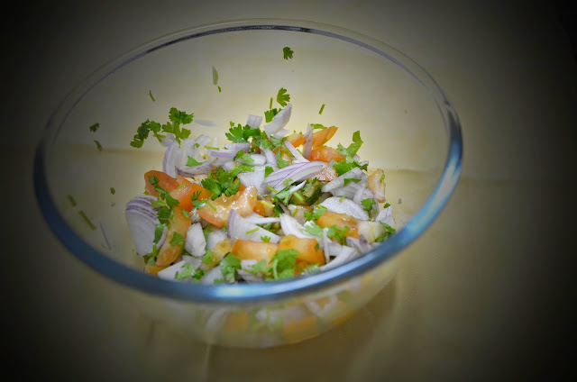 indian kachumbar salad (onion and tomato salsa)