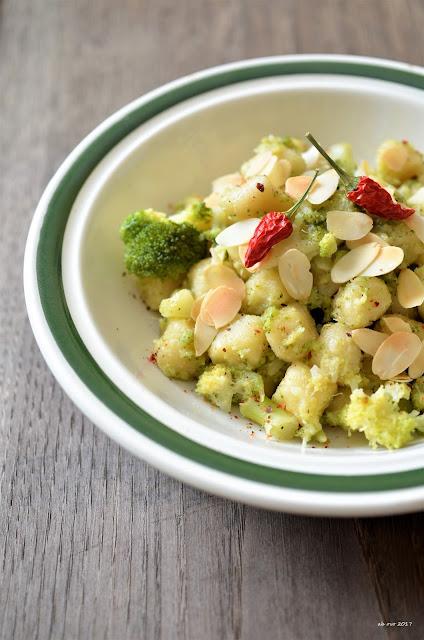 Gnocchetti-di-semola-al-curry-con-broccoli-piccanti