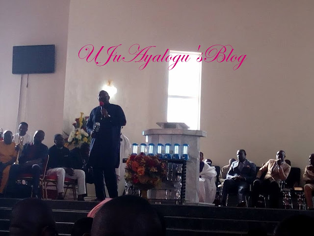 Governor Dickson Leads Praises & Worship In Church (Photo/Video)