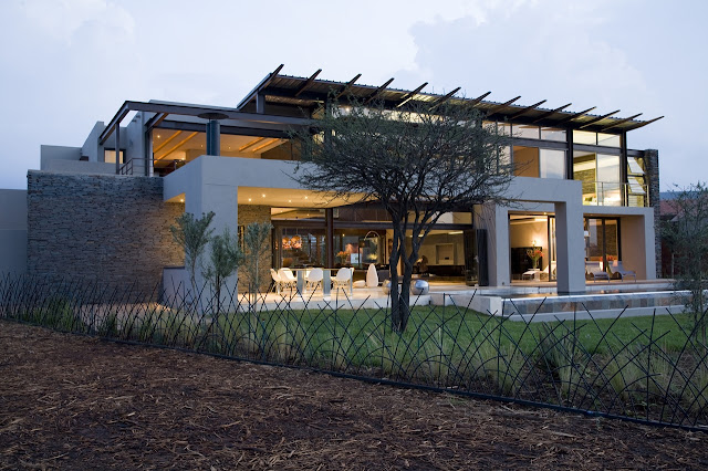 Modern Serengeti House by Nico van der Meulen Architects from the backyard