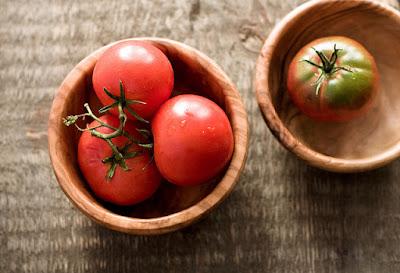 12 Manfaat Buah Tomat Untuk Kecantikan