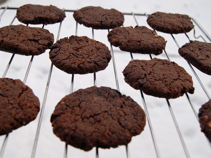 Ciastka z ciecierzycy czekoladowe i z maslem orzechowym