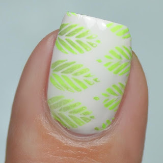 leaf gradient nail art